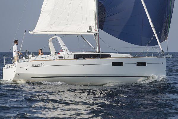 Whitestorm charter Fleet Oceanis 35 - Chantier Beneteau - Ile d'Yeu (FRA,85)