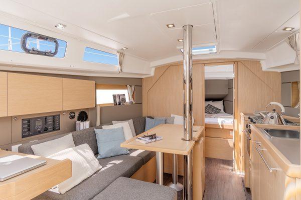 Whitestorm charter Fleet-Oceanis-35-saloon